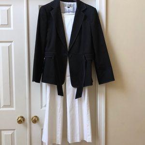 Never worn. 2 piece Tahari lined pants suit.